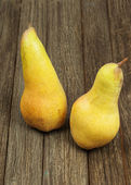 Ripe pears on wooden background. — Stock Photo