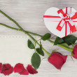 Valentines Day gift, roses and paper on wooden background. — Stock Photo #39989851