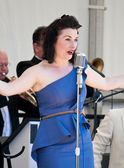Swing Band Vocalist — Stock Photo