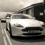 Постер, плакат: Aston Martin V8 Vantage