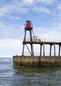 Faro de oriente muelle - whitby — Foto de Stock