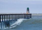 Whitby pier in rough seas — Stockfoto