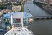 Londýnské oko, s výhledem na temži — Stock fotografie
