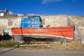 Zniszczone drewniane łódź — Zdjęcie stockowe