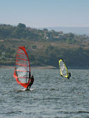 Windsurfing bij san roque lake — Stockfoto