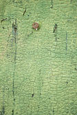 Knäckt träskiva med grön färg och kartnål — Stockfoto
