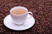 Tasse kaffee mit milch — Stockfoto
