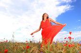 Kobieta w czerwonej sukience — Zdjęcie stockowe