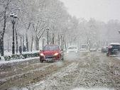 Verkehr im schneesturm — Stockfoto