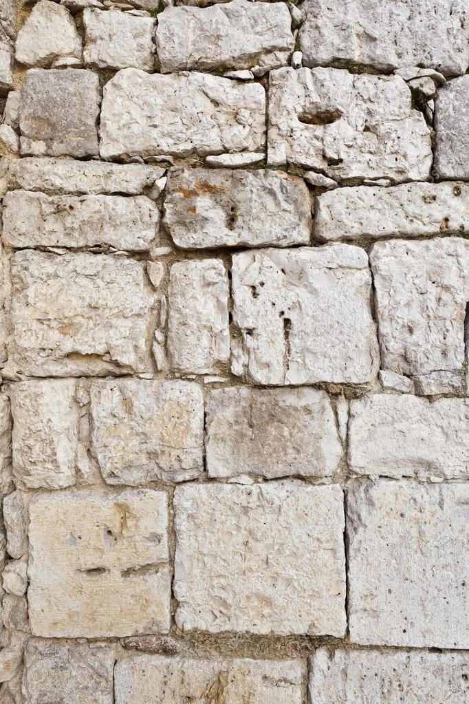 Muro di blocchi di pietra bianca — Foto Stock © Demachy #24430991