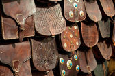 Bags, purses, hats and other products of the Moroccan leather factories — Stock Photo