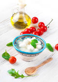 Mozzarella, tomatoes and bread — Stockfoto
