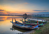Colorful old boats on a lake in Myanmar — Foto de Stock