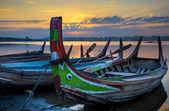 Myanmar gölde renkli eski tekneler — Stok fotoğraf