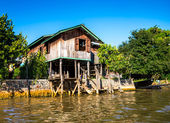 Ancient houses and their reflection in the water on the Inle Lake, Myanmar — Stock Photo