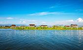 древние дома на озере инле — Стоковое фото