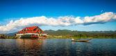 Casa en el lago — Foto de Stock