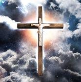 Cross Hangs in Sky over Water — Stock Photo