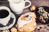 Cup of coffee and sweets — Stock Photo
