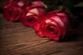 Roses bouquet on table — Stock Photo