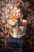 Retro woman holding a revolver — Stockfoto