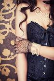 Woman wearing black corset and pearls — Foto de Stock