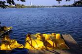 Riposare su un catamarano in una giornata di sole — Foto Stock