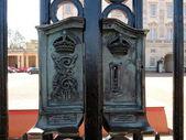 Buckingham sarayı'ndaki antik iron gate — Stok fotoğraf