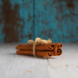 Cinnamon sticks on old wooden table still-life — Stock Photo