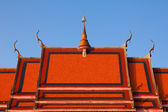 Detail of a traditional buddhist temple roof — Stock Photo