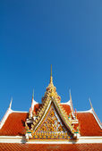 Détail d'un toit de monastère bouddhiste avec copie-espace — Photo