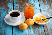 Cupcake with jam and coffee on old wooden table — Stock Photo