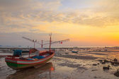 Small wooden boat with light bulbs for night squid fishing on the shore during ebb tide, Thailand — Stock Photo