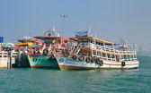 Pier. Ships. Thai ferries. — 图库照片