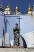 ウクライナ、キエフ、マイケル ・ zlatoverhyy 大聖堂の記念碑 — ストック写真