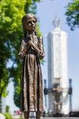 少女 f の犠牲者に記念碑のウクライナ、キエフ、彫刻 — ストック写真