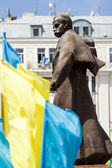 Ukraine, Chernovtsi, Taras Shevchenko Statue at central square — Stock Photo