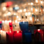 Église de bougies dans noir — Photo #11439266