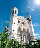 View of Basilica of Notre Dame de Fourviere on a sunny day. — Stock Photo