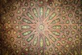 потолок в красивых арабском стиле как фон. — Стоковое фото