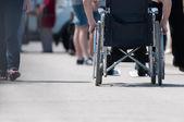 Homme handicapé fauteuil roulant. — Photo