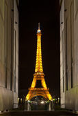 Eiffel tower at night. Paris, France. — Stock Photo