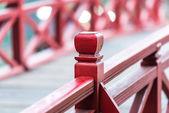 Ahşap köprü vietnam. raylar üzerinde odaklanmak. — Stok fotoğraf