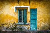 Old and worn house on street in Vietnam. — Stock Photo