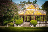 Pavillion with beautiful garden in Vietnam, Asia. — Stockfoto