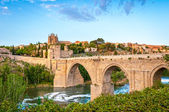 Panorama of famous Toledo bridge in Spain, Europe. — Stock fotografie