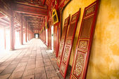 Red wooden hall of Hue citadel in Vietnam, Asia. — Stock Photo