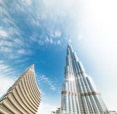 Burj Khalifa vanishing in blue sky in Dubai — Stock Photo
