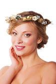 Mulher com uma coroa de flores — Foto Stock