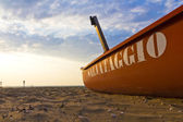 Old boat at beach — Stock Photo